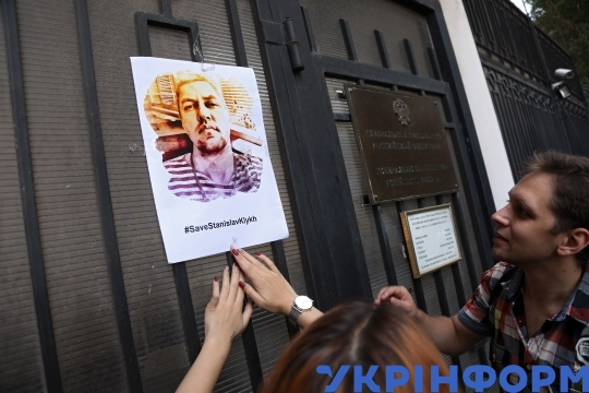 Activists support prisoners of Kremlin at Consulate General in Odesa