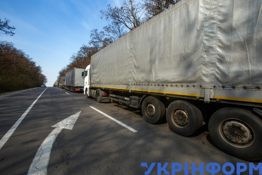 Trucks stranded in long queue at Uzhhorod border checkpoint