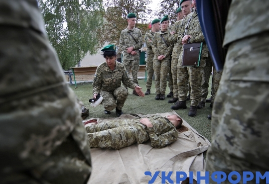 Graduates of Border Guard Academy go through drills in Kharkiv Region