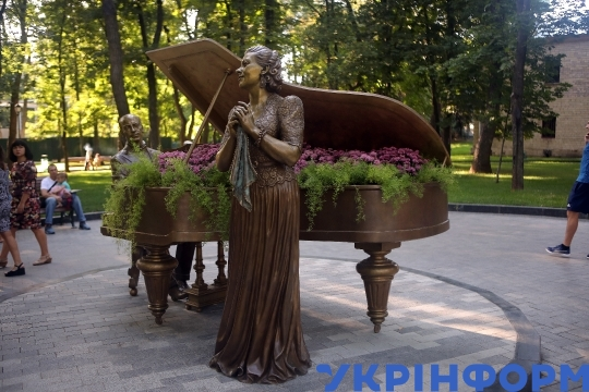 New sculptures set up in Kharkiv's Shevchenko Garden