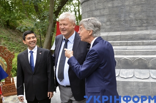 Replica of Borobudur stupa unveiled at National Botanical Garden in Kyiv