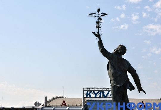 Monument to Igor Sikorsky unveiled at Kyiv Airport