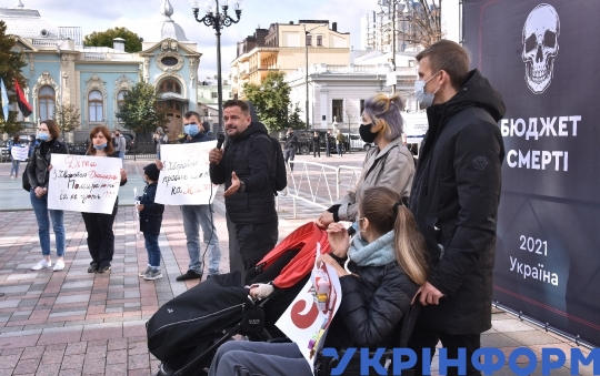 Activists ask to increase funding of healthcare at Verkhovna Rada