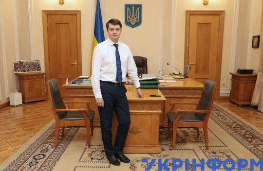 Dmytro Razumkov gives interview to Ukrinform journalist