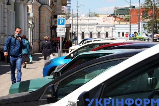 Transport collapse in Kharkiv due to quarantine relaxation
