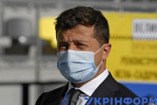 Volodymyr Zelenskyy visits construction site of Ternopil Water Arena