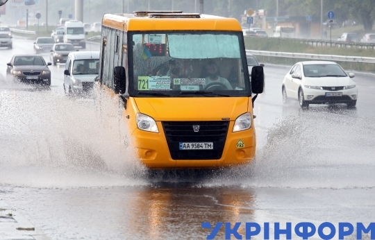 Shower on ring road in Kyiv