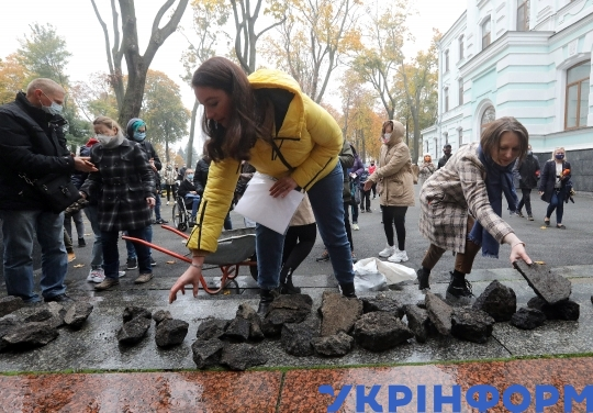 Ministry of Asphalt Treatment patient protest held in Kyiv